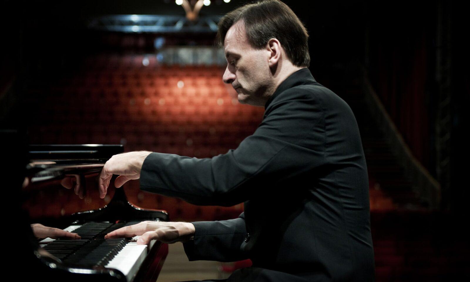 Debussy: Préludes II; En Blanc et Noir Review – Maurizio Pollini's Fierce, Crisp Tribute
