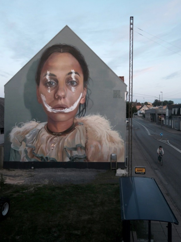 Street art digest. Hugs, nature and sad consequences