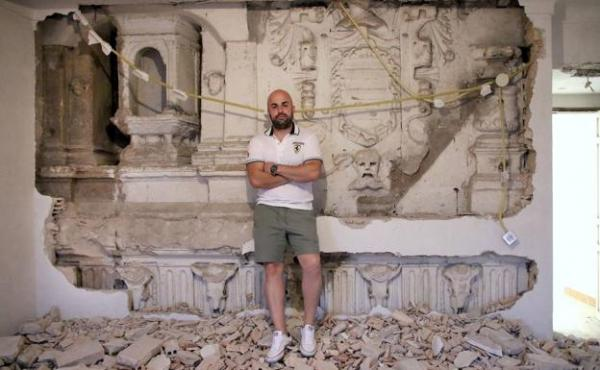 A man discovered an architectural treasure of the XIV century in his house