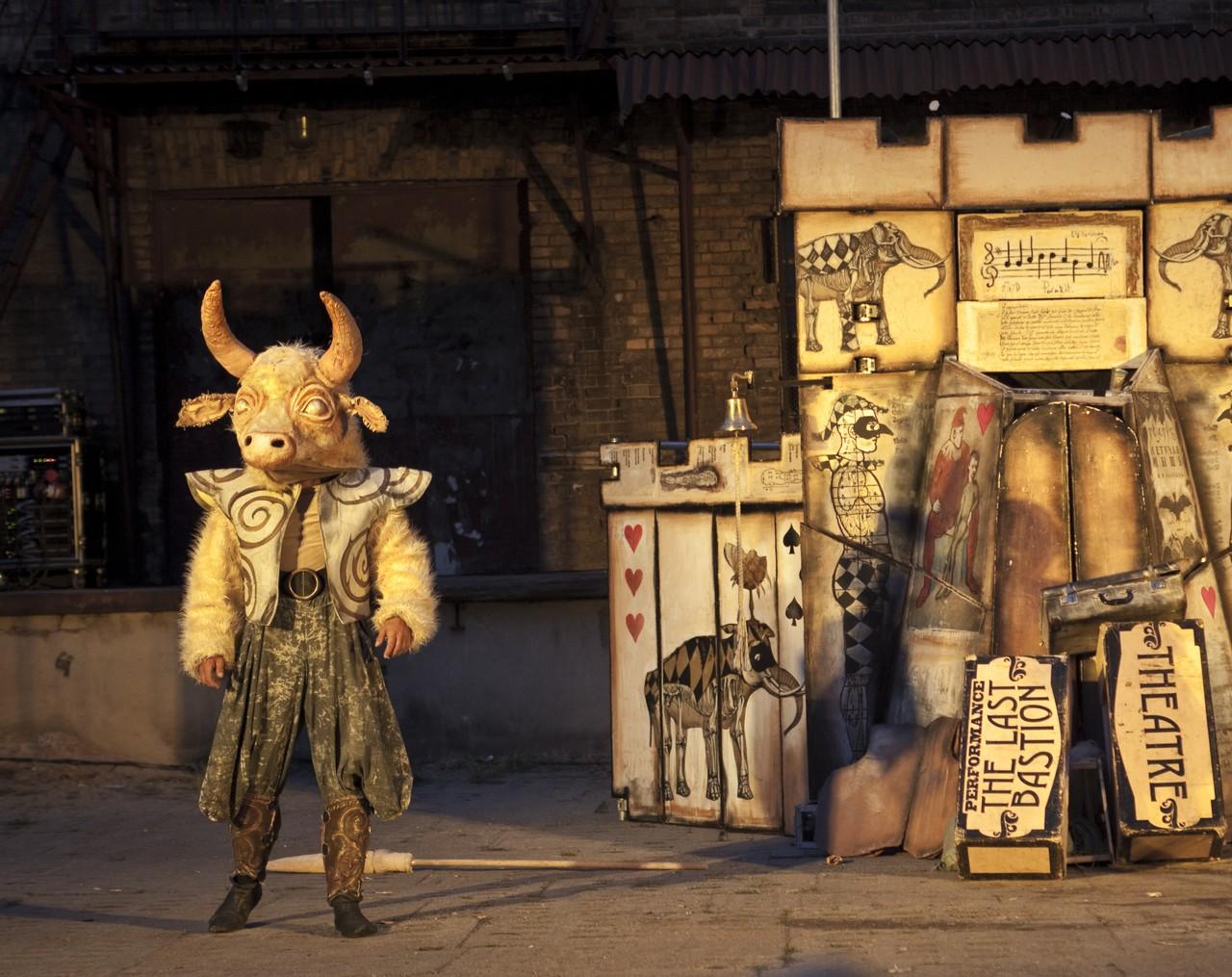 Monsieur Pejo Wandering Dolls Theater