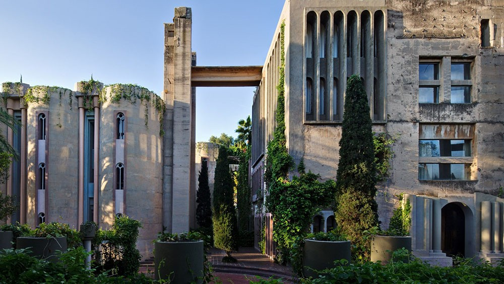 architect ricardo bofill s abandoned cement factory residence and studio usa art news. Black Bedroom Furniture Sets. Home Design Ideas