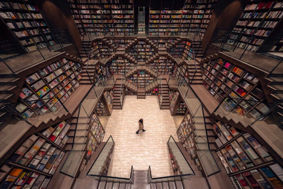 Mirror ceilings turned a Chinese bookstore into fabulous labyrinths