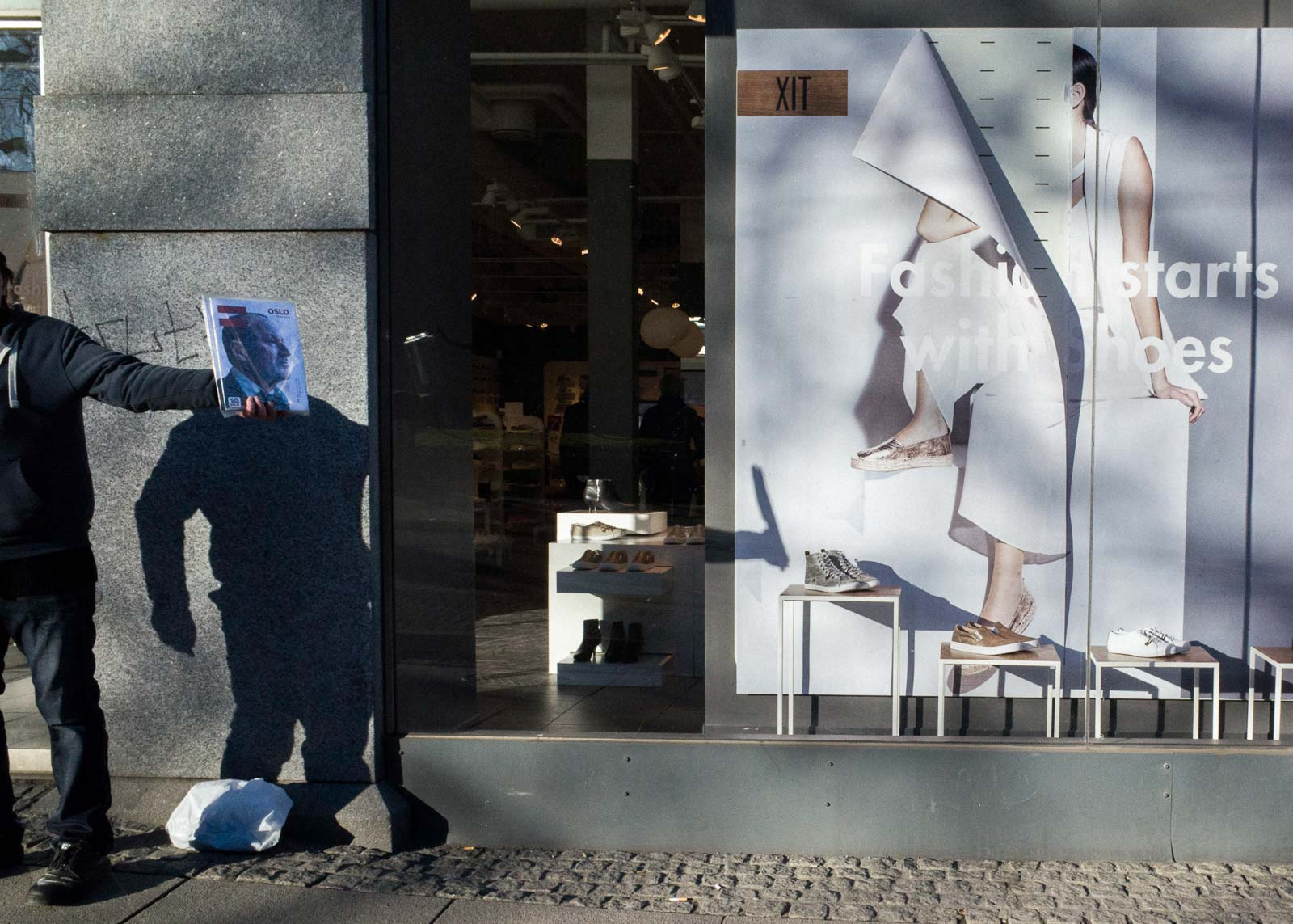 Chance Encounters Captured on the Streets of Oslo by Photographer Pau Buscató